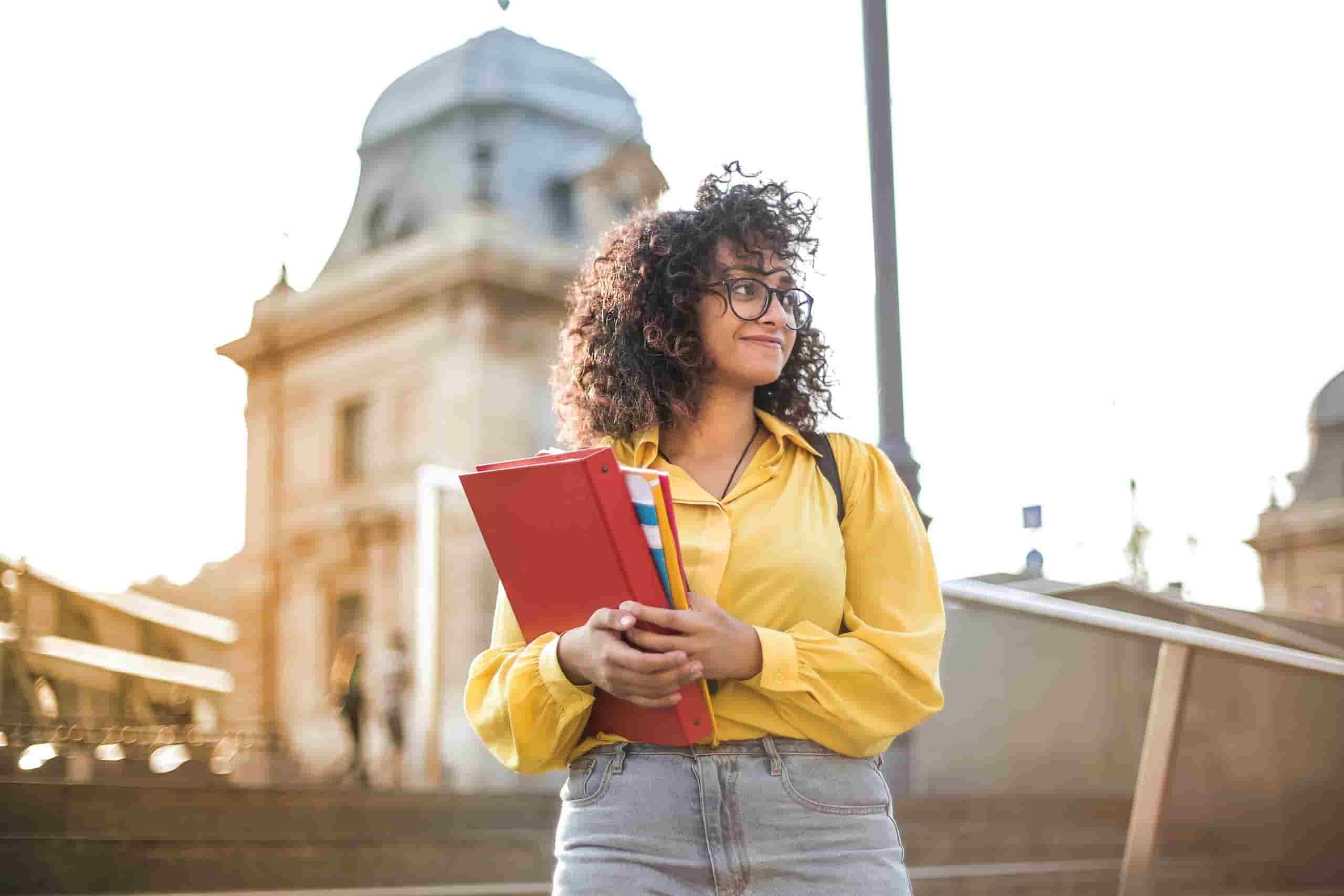 El Impacto de la Inmigración en las Admisiones de Estudiantes Nativos